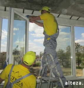 Photo of installation of metal-plastic windows in a multi-storey building by employees of the Alteza construction company-10.