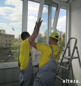 Photo of installation of metal-plastic windows in a multi-storey building by employees of the Alteza construction company-11.