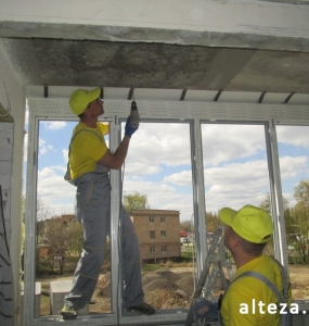 Photo of installation of metal-plastic windows in a multi-storey building by employees of the Alteza construction company-12.
