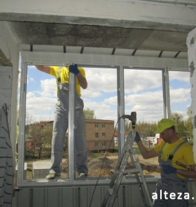 Photo of installation of metal-plastic windows in a multi-storey building by employees of the Alteza construction company-13.