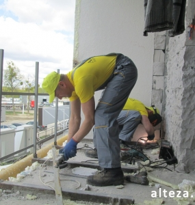 Photo of installation of metal-plastic windows in a multi-storey building by employees of the Alteza construction company-18.