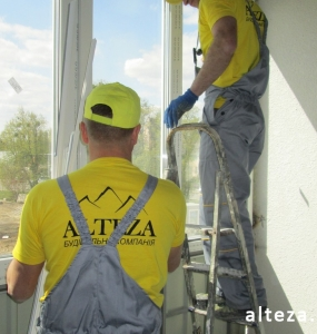 Photo of installation of metal-plastic windows in a multi-storey building by employees of the Alteza construction company-3.