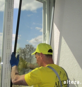 Photo of installation of metal-plastic windows in a multi-storey building by employees of the Alteza construction company-4.