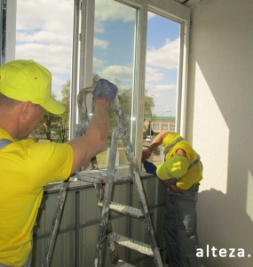 Photo of installation of metal-plastic windows in a multi-storey building by employees of the Alteza construction company-9.