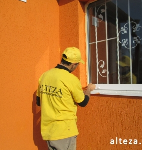 Photo of thermal insulation of the facade of the house, stained outside by the employees of the construction company Alteza.