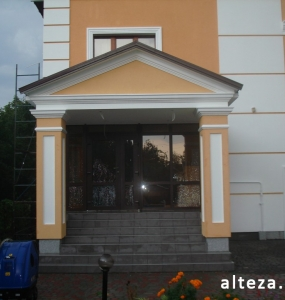 Photo insulation of the facade of the house outside on the street. L.Ukrainka in Poltava by employees of the construction company Alteza-10.