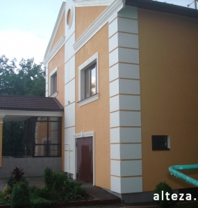 Photo insulation of the facade of the house outside on the street. L.Ukrainka in Poltava by employees of the construction company Alteza-4.