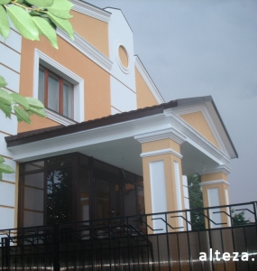 Photo insulation of the facade of the house outside on the street. L.Ukrainka in Poltava by employees of the construction company Alteza-6.