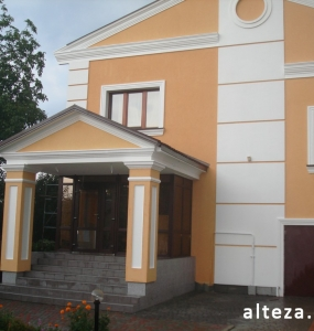 Photo insulation of the facade of the house outside on the street. L.Ukrainka in Poltava by employees of the construction company Alteza-9.