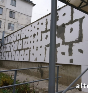 Photo of the facade insulation of a multi-apartment apartment house in Poltava by employees of the Alteza construction company-1.