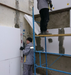 Photo of the facade insulation of a multi-apartment apartment house in Poltava by employees of the Alteza construction company-4.