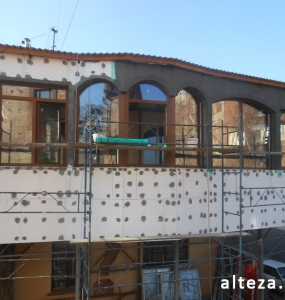 Photo of insulation outside the extension of a residential cottage in Poltava by employees of the Alteza construction company-1.